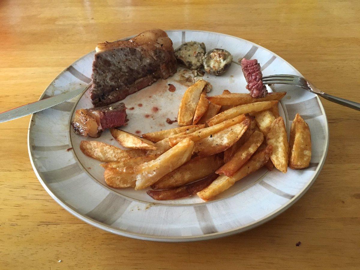 @GlenoValleyBeef really tasty sirloin steak tonight!! Lots of marbling #beefisthegreatestmeatonearth