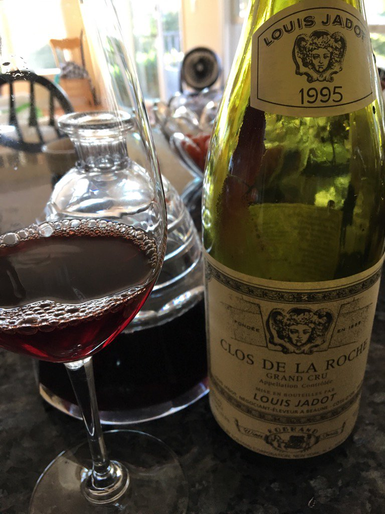 Brilliant wine. Mature, still vibrant &amp; long. My idea of Burgundy: Flavor without weight! #burgundy #wine #jadot <br>http://pic.twitter.com/IzmFeOW576