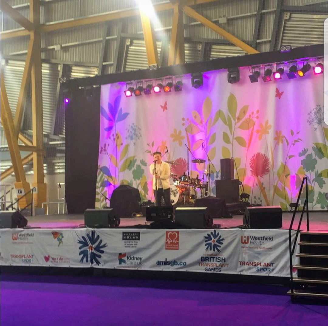 """RT @kidneycareuk: The crowd are treated to (a much deserved) """"You're Amazing"""" by @nickymcdonald1 #whbtg2017 @WHBTG https://t.co/GxEcq10LJX"""