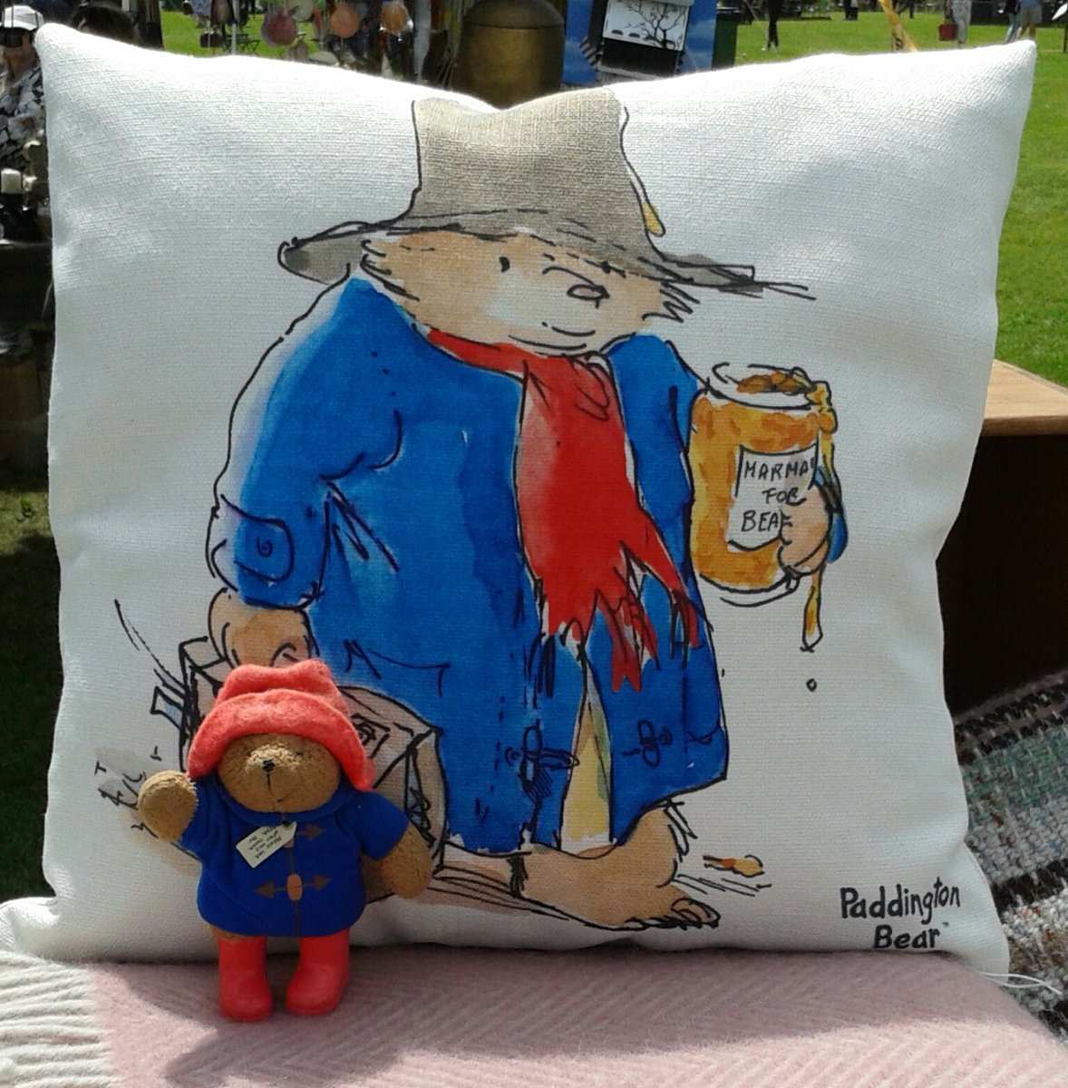 """RT @MrPB_Esq """"Behind you!"""" Lovely soft furnishings from Chapman House!"""
