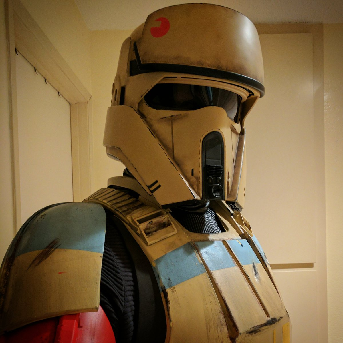 Test fitted my Shoretrooper kit with my Anovos helmet. #shoretrooper #scarifstormtrooper #rogueone #anovos #squadleader<br>http://pic.twitter.com/baMUakjs5E