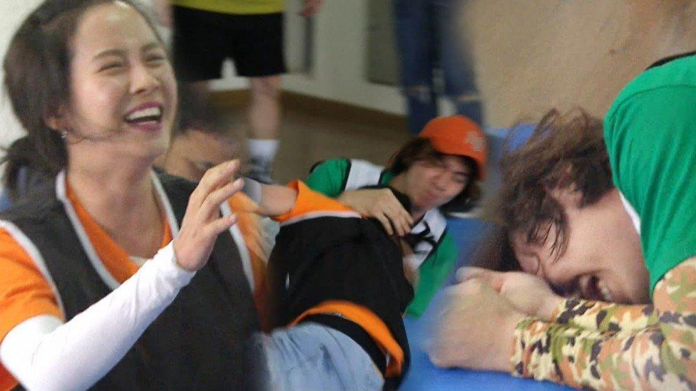 Imagini pentru Song Ji Hyo and Lee Kwang Soo wrestle it out on 'Running Man'