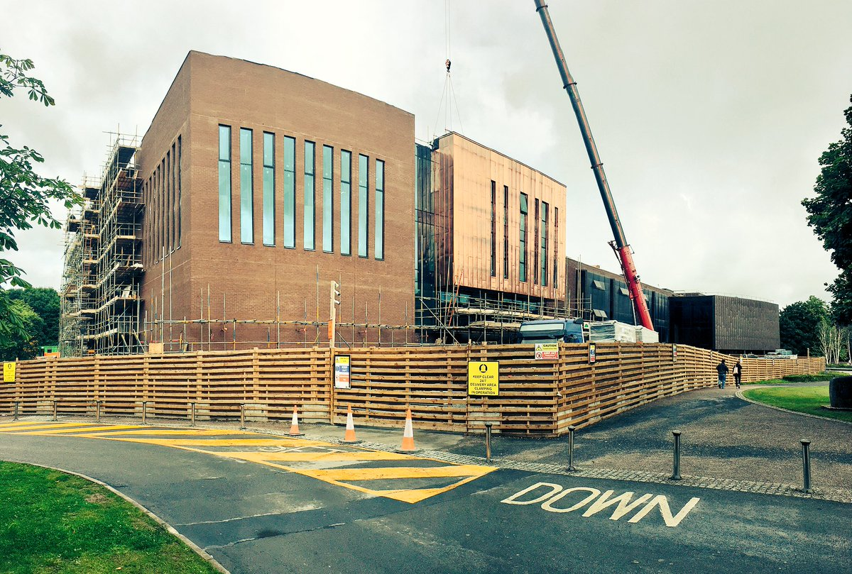 Some the scaffolding has been taken down over the weekend and the facade of the new section of @ULLibrary is revealed #ThinkBigAtUL <br>http://pic.twitter.com/IkSTXmfLJ3