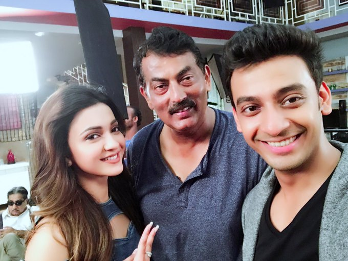 Fun with Mr Director from the set of #Jiopagla 🙈😀😂@bonysengupta The cutie & the Captain @Ravikinagi https://t.co/osa0UP41hH