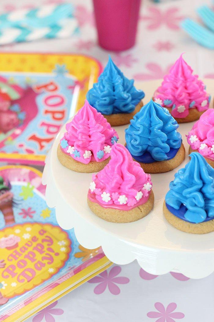 Adorable Trolls Cookies! #ad https://t.co/SLrc0WzyGG  https://t.co/nxJcmeJLxR