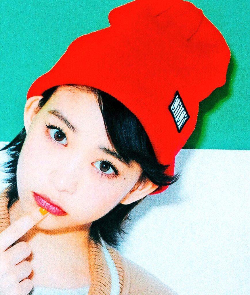 赤いニット帽が目立つ森川葵