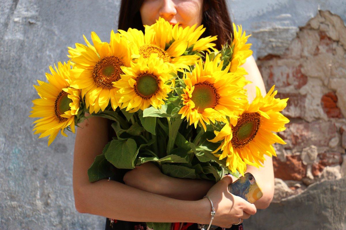 #Лето не радует погодой? Закажите солнечный #букет! https://t.co/FEZBEO4fBG #flora2000ru #флористика #цветы #доставкацветов #доставкабукетов https://t.co/sMGCayEG8s