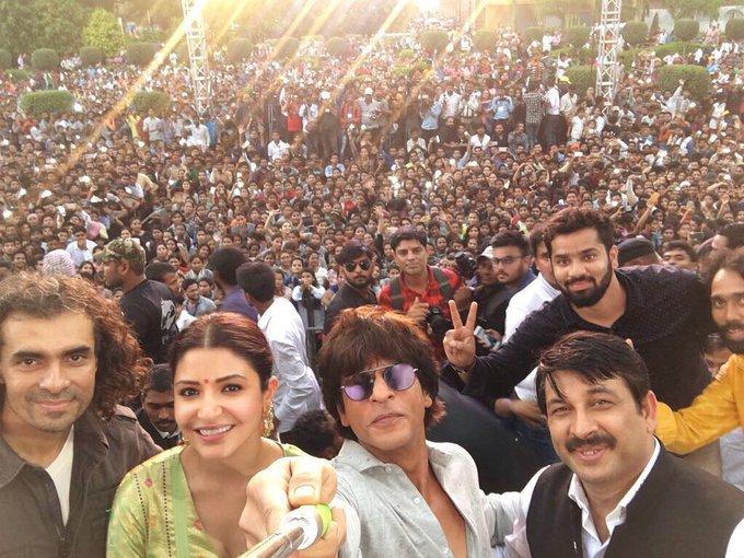 Harry, Sejal & Imtiaz had a great time in Varanasi... thank u all for coming & big thanks to @ManojTiwariMP #JHMSInVaranasi https://t.co/rapadJg5F3