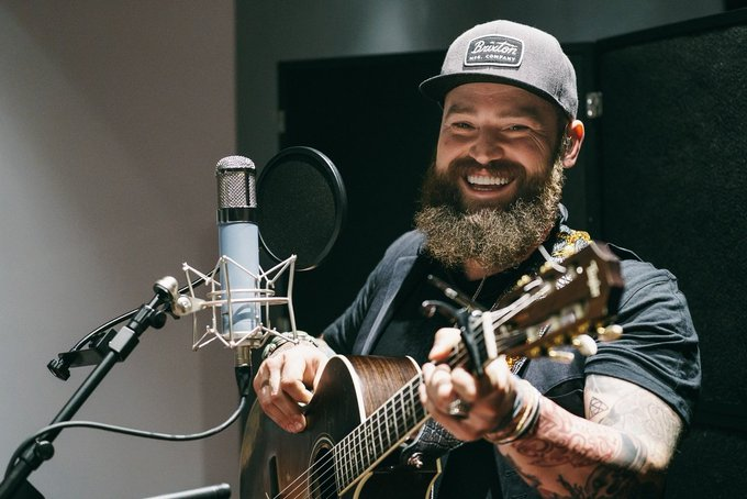 Wishing a giant happy birthday to the one and only Zac Brown.