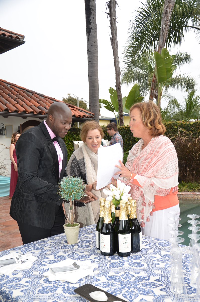 Late Morning Behind the Scenes and wedding scene prep with @hillarybsmith @CadyMcClain & @RiziXTimane poolside! https://t.co/bEV6AT2gjO