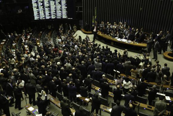Câmara reinicia sessões dia 1º e pode votar denúncia contra Temer.(📷 Fabio Pozzebom/Agência Brasil) https://t.co/mGK6iPeR9h