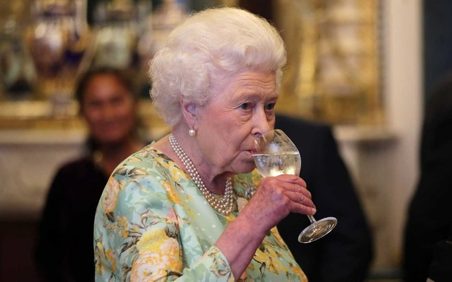 The Queen of England enjoys four cocktails every day. https://t.co/pjwNTcT3gV