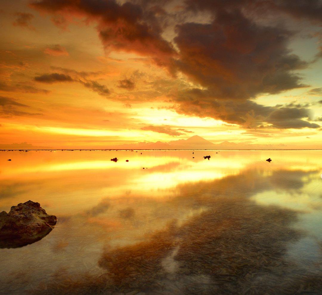 Aston Gili Trawangan On Twitter Sunset View With Mount