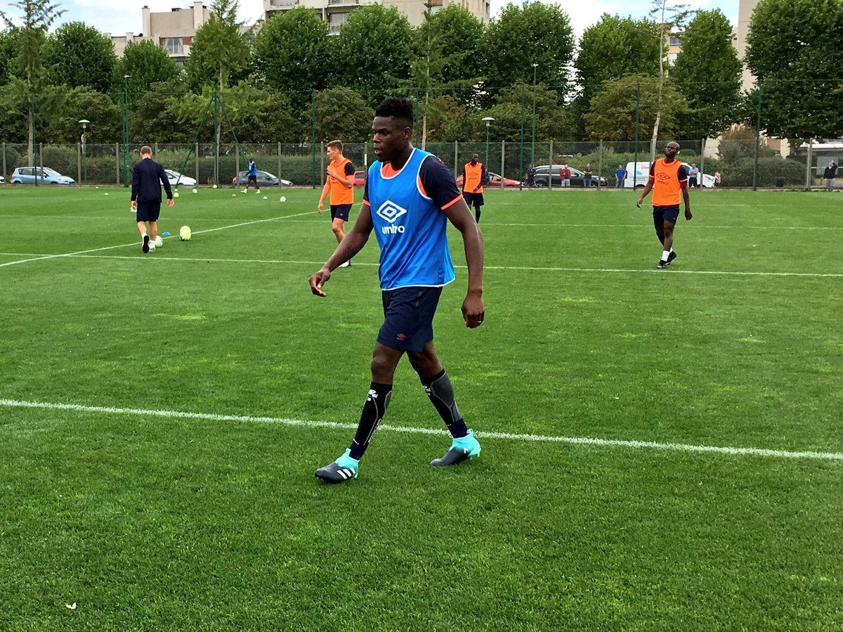Reprise - Matchs Amicaux 2017/2018 - Page 5 DGIe1XIWAAEbmga