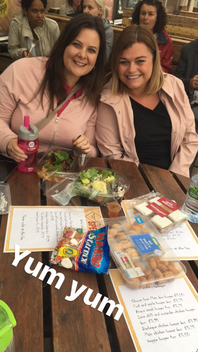 Even though it&#39;s raining - we&#39;re still celebrating @dusa_theunion for our picnic #dundeeuni50 <br>http://pic.twitter.com/sHdqDfNU3W