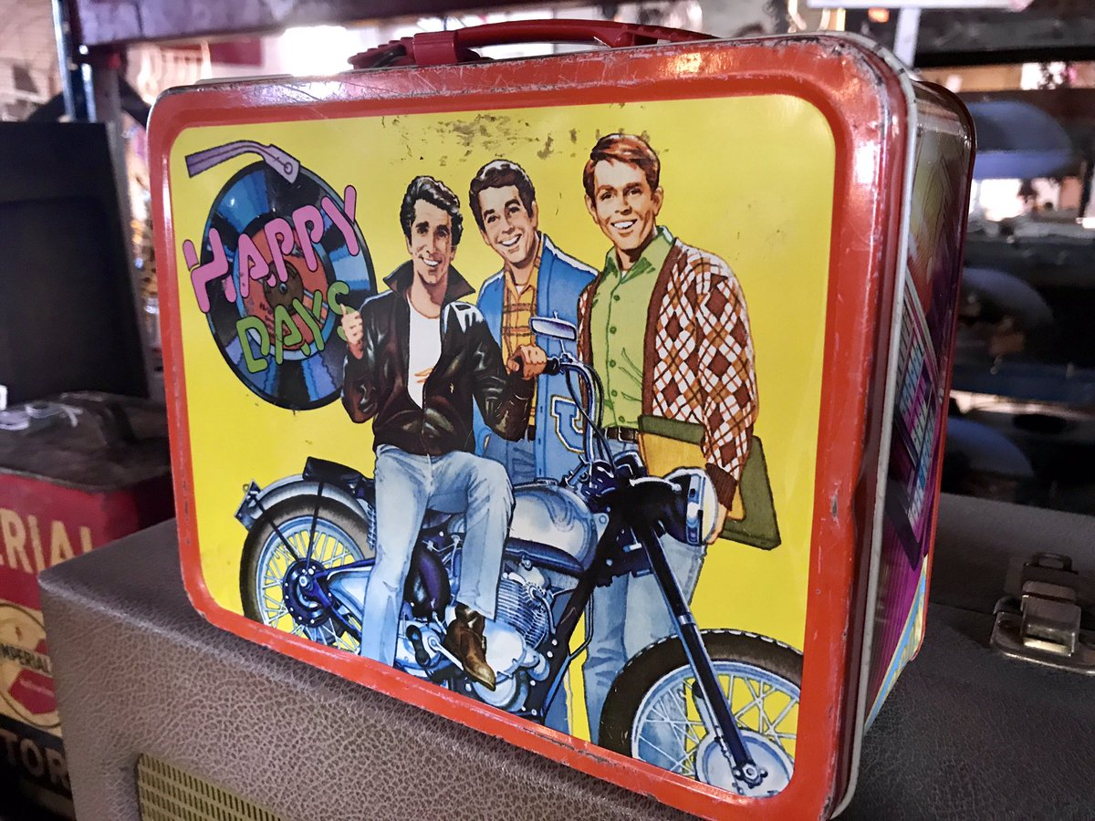 I remember wanting this lunchbox so much! And now it's an antique. #TimeFlies #Fonzie #HappyDays