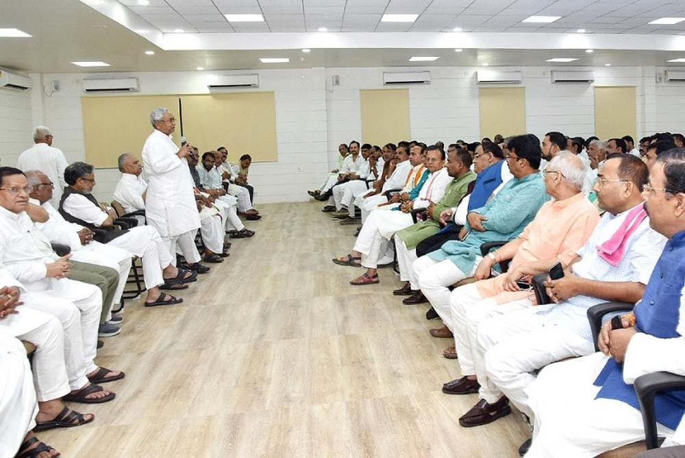 More Than Three-Fourth Of #Bihar Ministers Have Criminal Cases Against Them https://t.co/24waZxoAT6 https://t.co/Tqn8jUMnh7