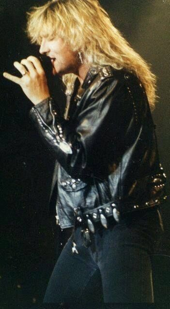 Happy Birthday to Joe Elliott, a genuinely talented & awesome guy. \\m/