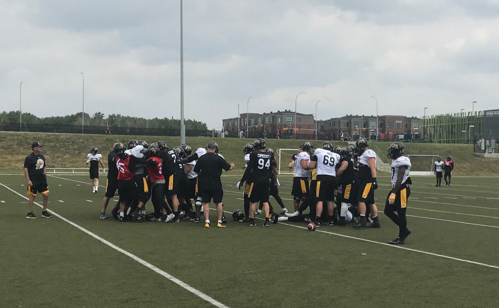 #Ticats just had a big scrap in practice. And I mean big. Several players involved. #CFL https://t.co/16PA8VDcTQ