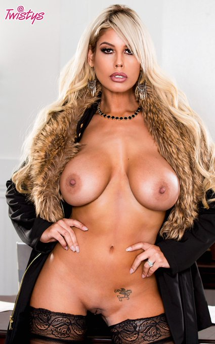 .@iamspanishdoll is the mami you'd like to... #MILF https://t.co/0FYT8HELMG