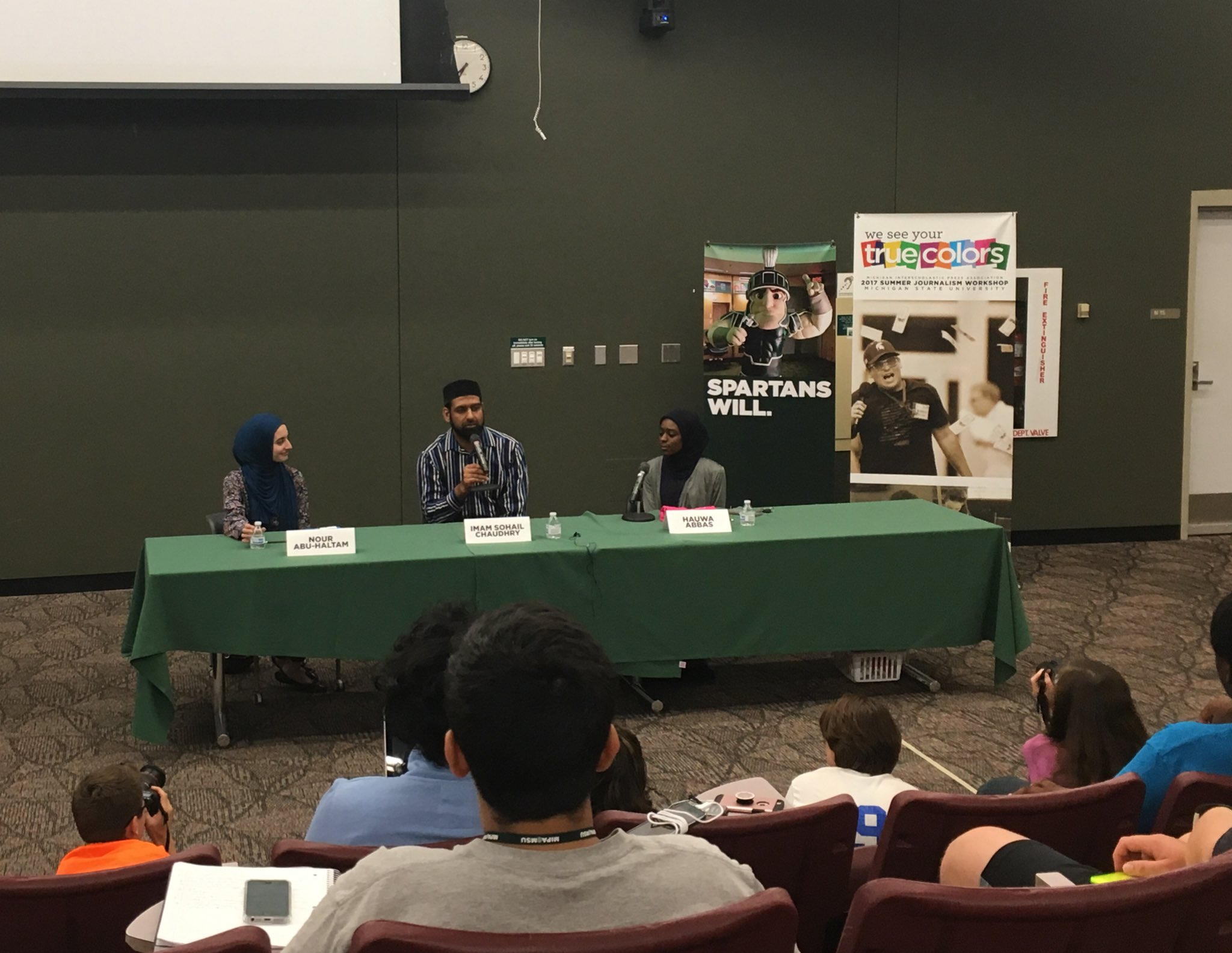 Nour Abu-Haltam, Imam Sohail Chaudhry, and Hauwa Abbas speak about their Muslim culture to journalism students at #MIPA2017 #weboost https://t.co/mTqu37Y4V2