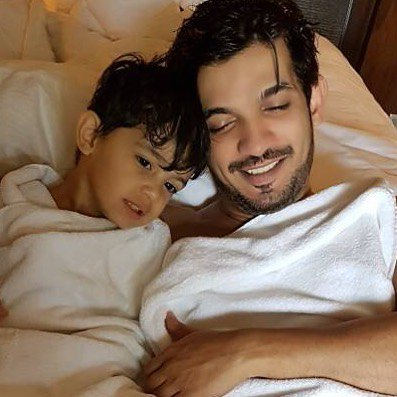 How many hearts  can we get for this father-son duo?  #ArjunBijlani  #AyaanBijlani pic.twitter.com/xDSgs0r2A3
