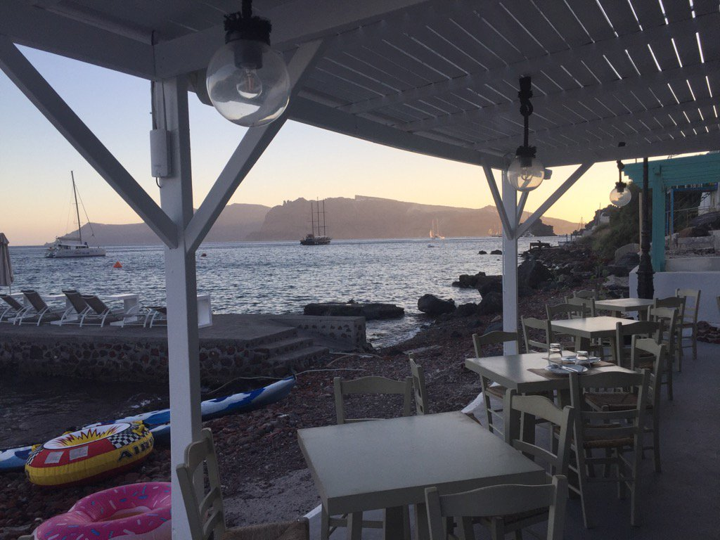 We found our moments at Armeni, this seaside taverna far from the madding crowd. Had the place all to ourselves.#Oia https://t.co/1Ii7q8REEt