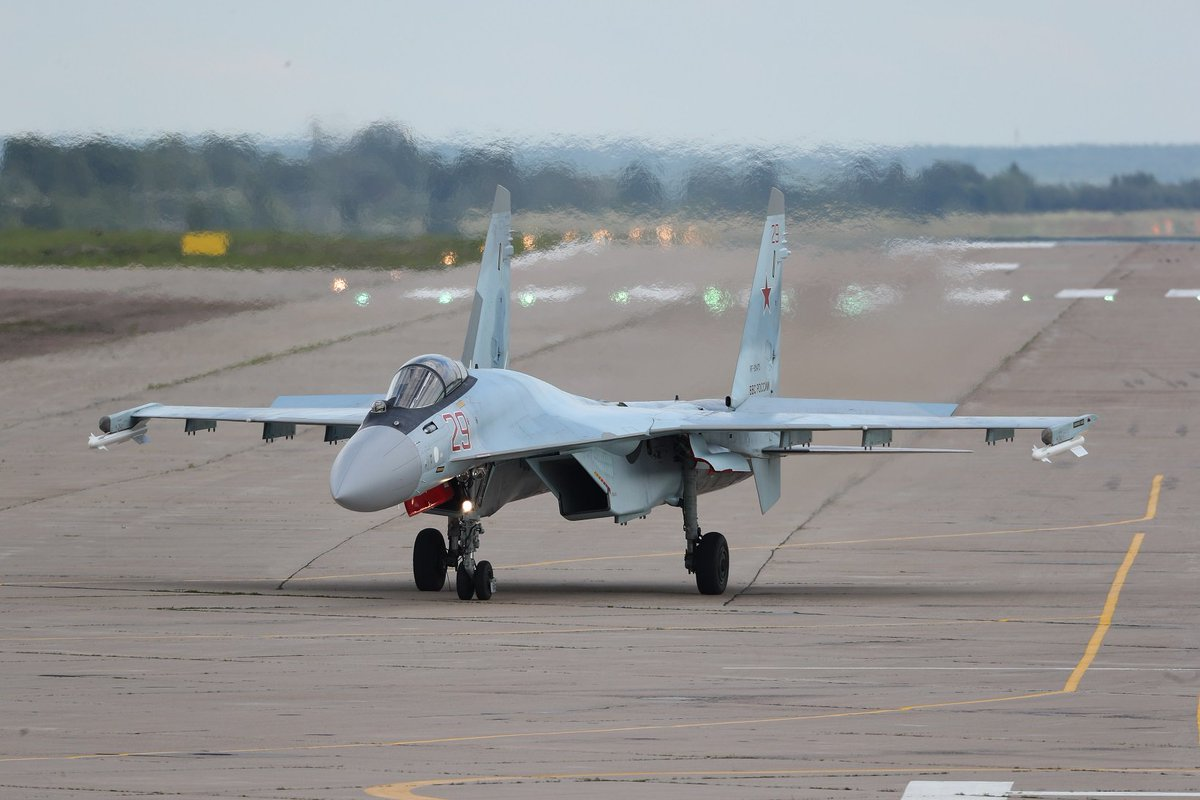 المقاتلات العربية للخطوط الأمامية DGNrcIEWAAE6rN-