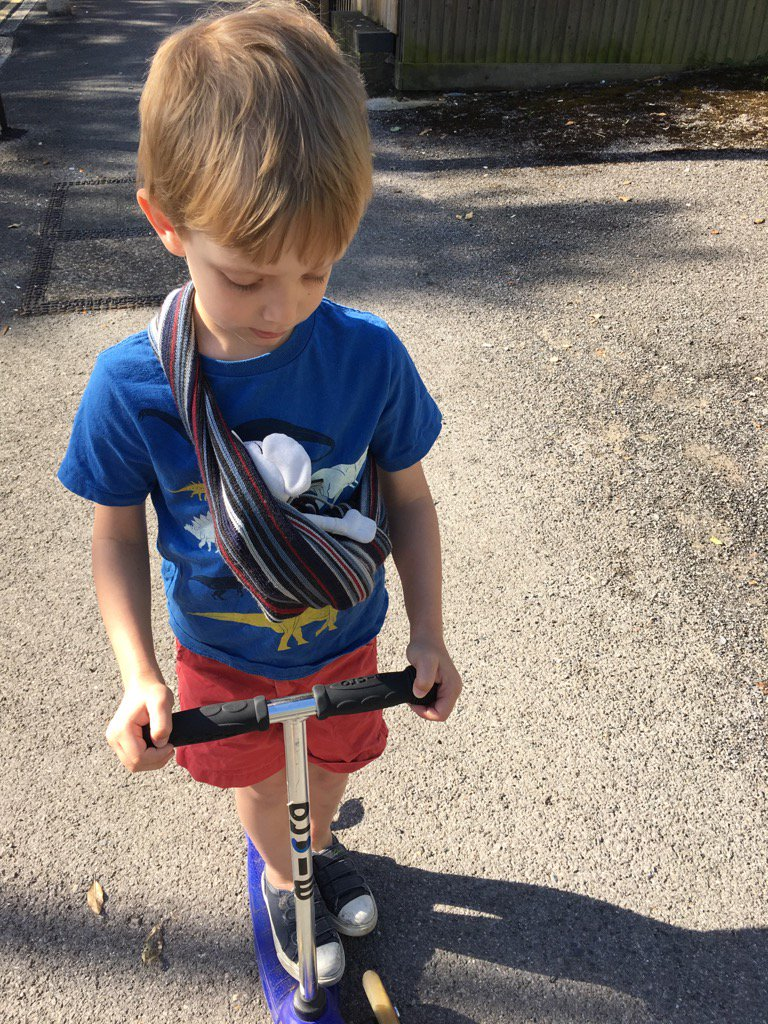 My eldest aged 4 taking Danger Mouse for a scoot in a sling. #playlikedad #playlikeaparent @LetToysBeToys https://t.co/il0dp2XAYM