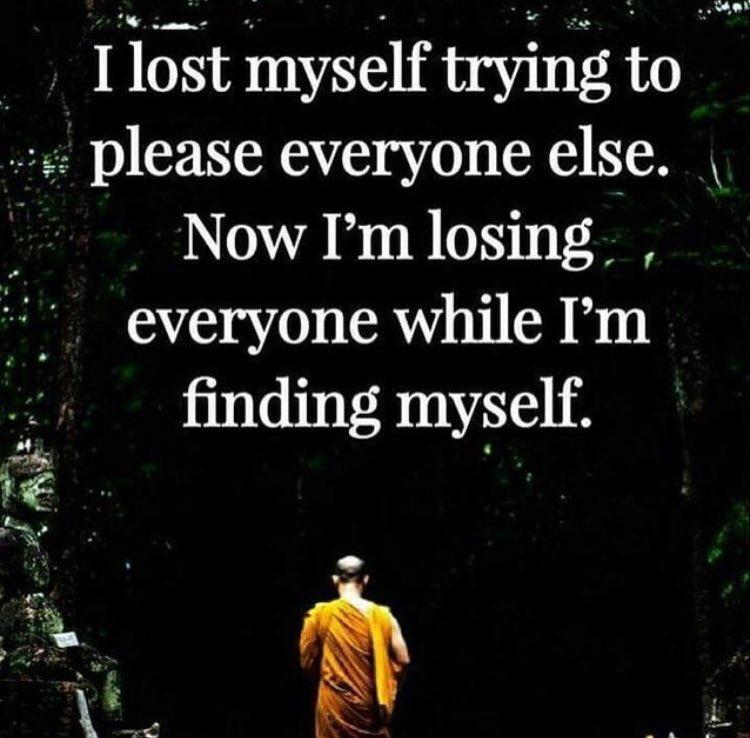 """Çok güzel bir söz: """"Herkesi memnun etmek için kendimi kaybettim. Şimdi kendimi bulurken herkesi kaybediyorum."""" https://t.co/KP9LALPcqY"""