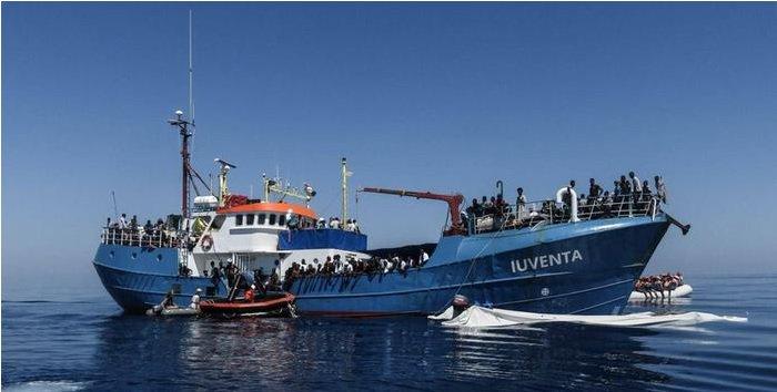Nave Ong fermata a Lampedusa e Migranti: le parole di Salvini (Lega Nord) e Cicchitto