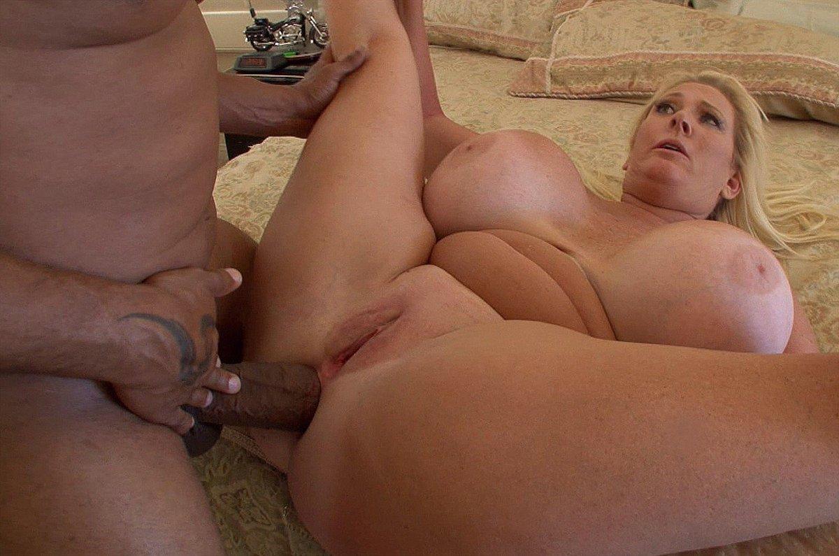 Kayla bounce on a big cock at the border