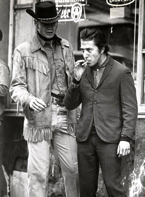 #JonVoight et #DustinHoffman dans le Macadam Cowboy de Schlesinger.  &quot;Hey, I&#39;m walking here !&quot;<br>http://pic.twitter.com/GcAt6CElqp