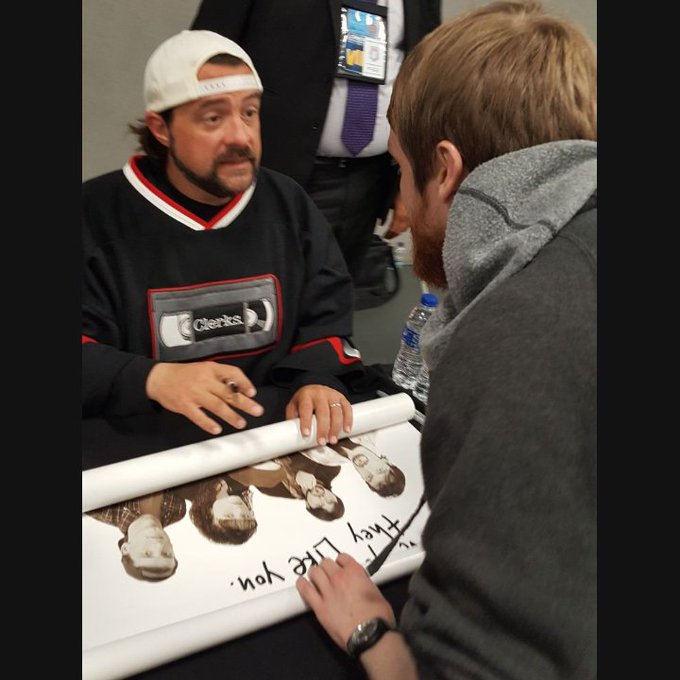 Happy birthday to Kevin Smith! Pleasure to meet him also at (the conversation wasn\t as serious as it looks!)