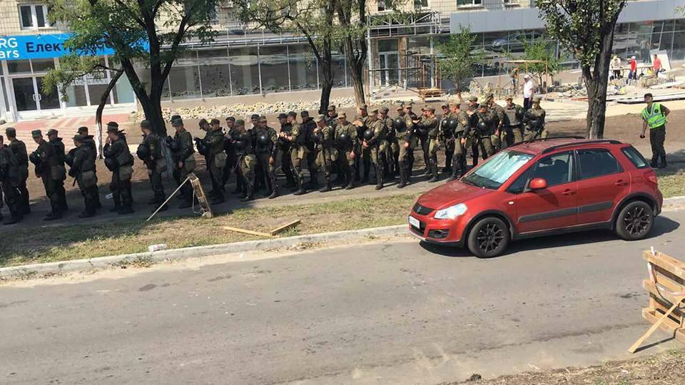 В связи с перекрытием митингующими Харьковского шоссе в Киеве изменено движение общественного транспорта, - КГГА - Цензор.НЕТ 7961