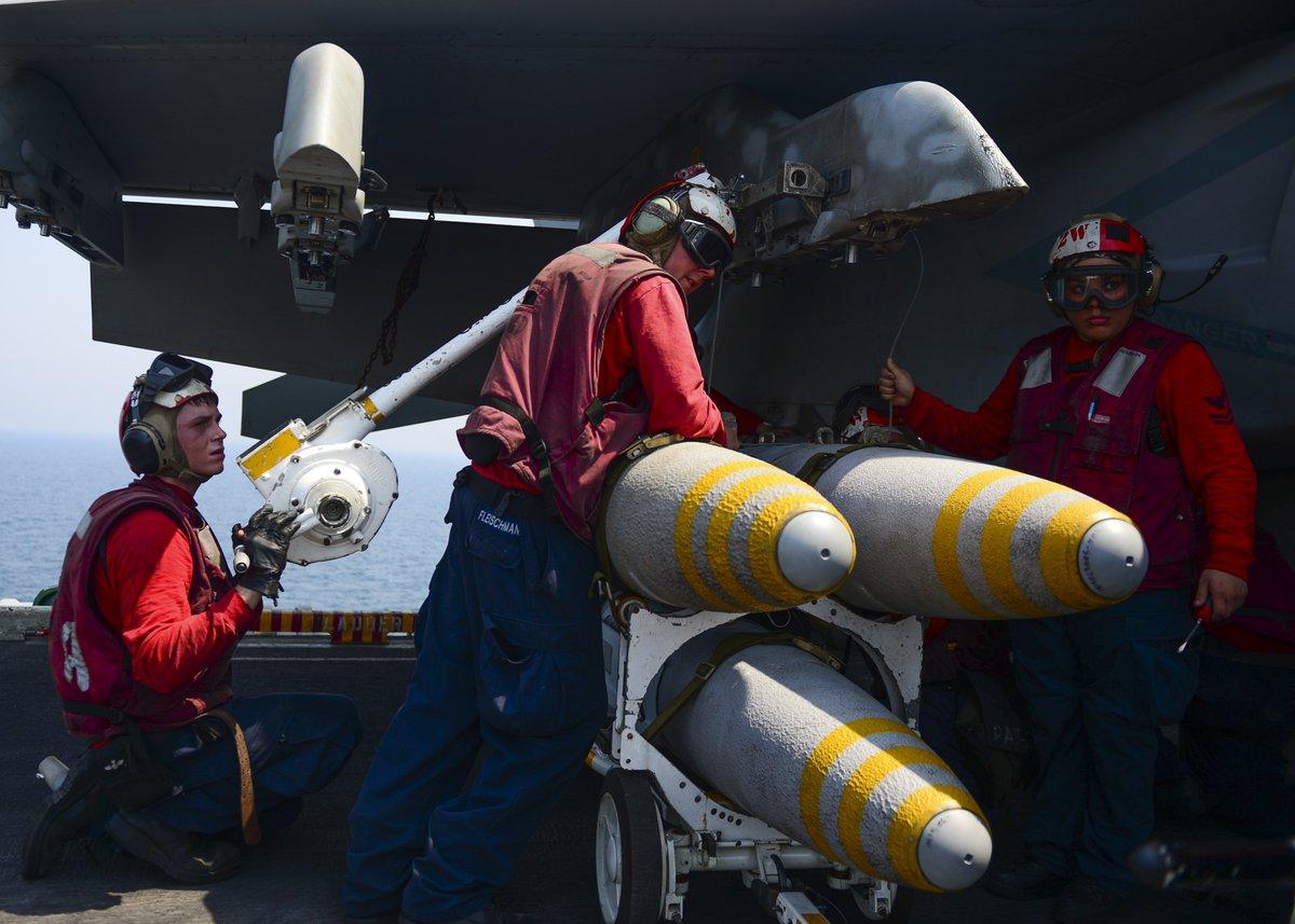 Load up! @USNavy #sailors load ordnance onto an F/A-18E #SuperHornet aboard #USSNimitz in the #ArabianGulf.