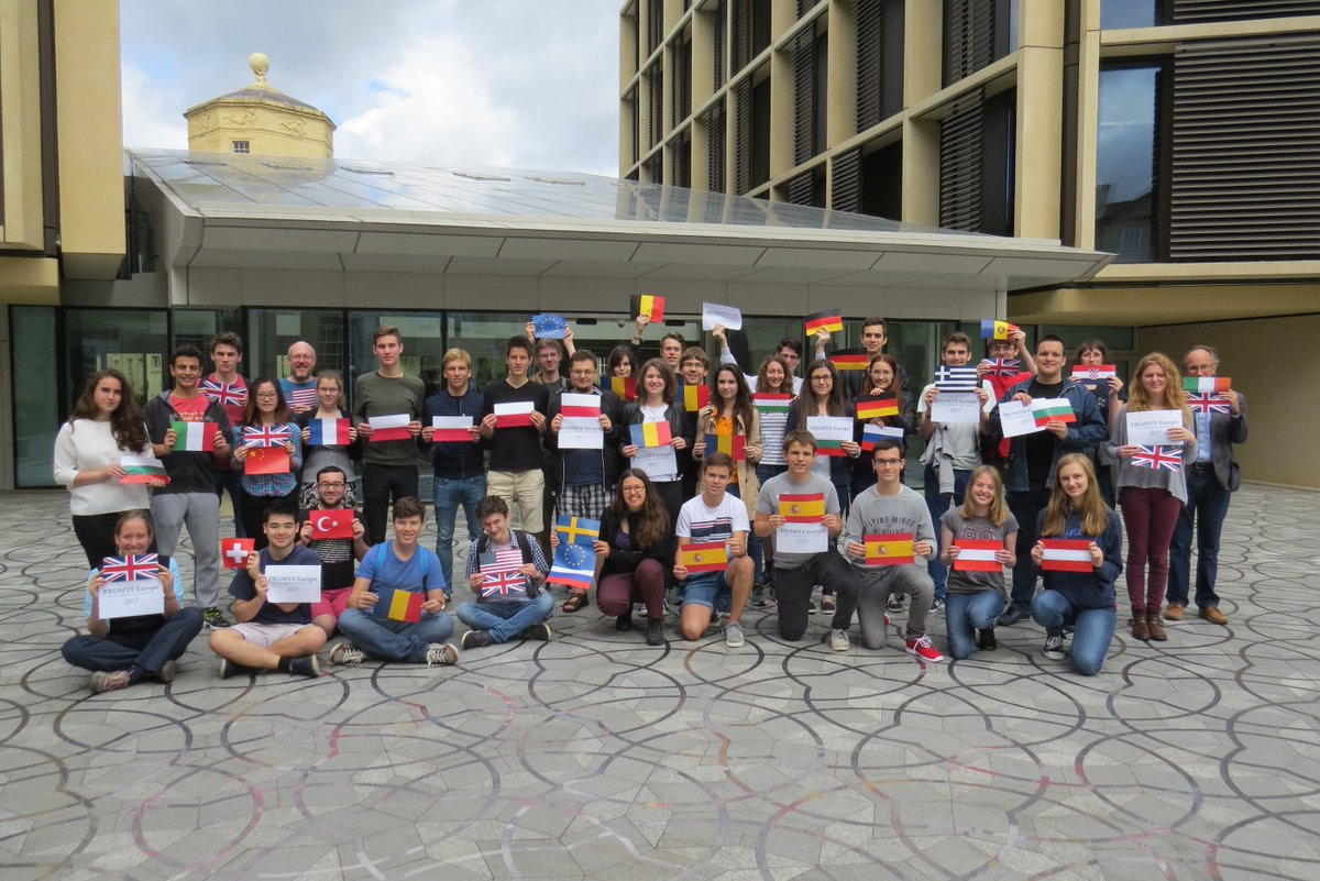 The 2017 @PROMYS_Europe participants at @OxUniMaths showing that #ScienceIsGlobal.  Thanks to @wadhamoxford for taking the photo!<br>http://pic.twitter.com/Jef6sQpP6u