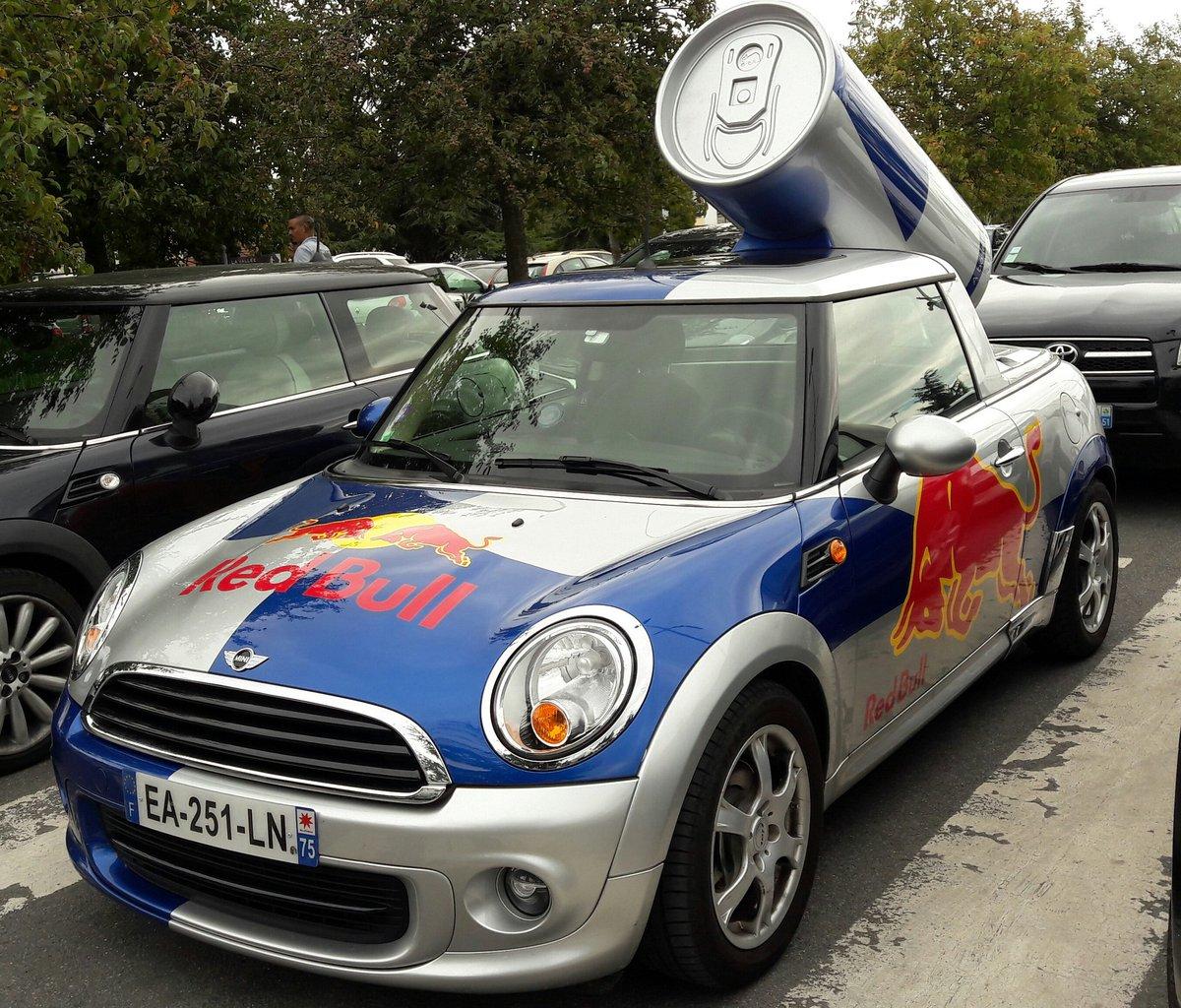 Red Bull donne des aiiiles ! @redbull  @RedBullFrance  #voiture #voiturepublicitaire #car #advertazingcar #redbull #redbullfrance<br>http://pic.twitter.com/ZsjN0kjg1d