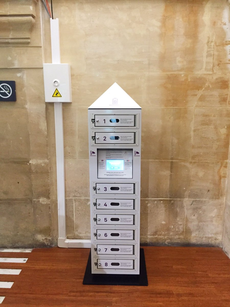 Bonjour  need to charge your #mobilephone ? Come try the new charging station in our #Eurostar boarding lounge #GareduNord @Eurostar <br>http://pic.twitter.com/CXj7RmOT0q