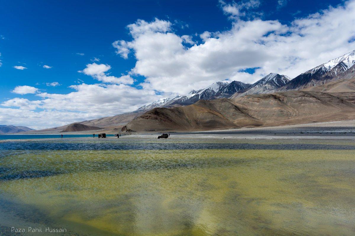 Pangong Tso: The Lake of Changing Colors. #aageseright #OYOnauts #FollowRRH #travel #leh #ladakh #roadtrip https://t.co/mRoHagnLbJ