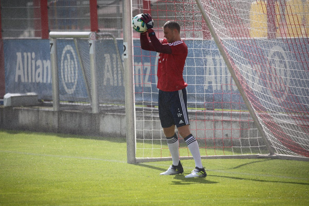 .@Manuel_Neuer wieder am ⚽️. 👍 ➡️ fc.bayern/NeuerwiederamB… #FCBayern #MiaSanMia