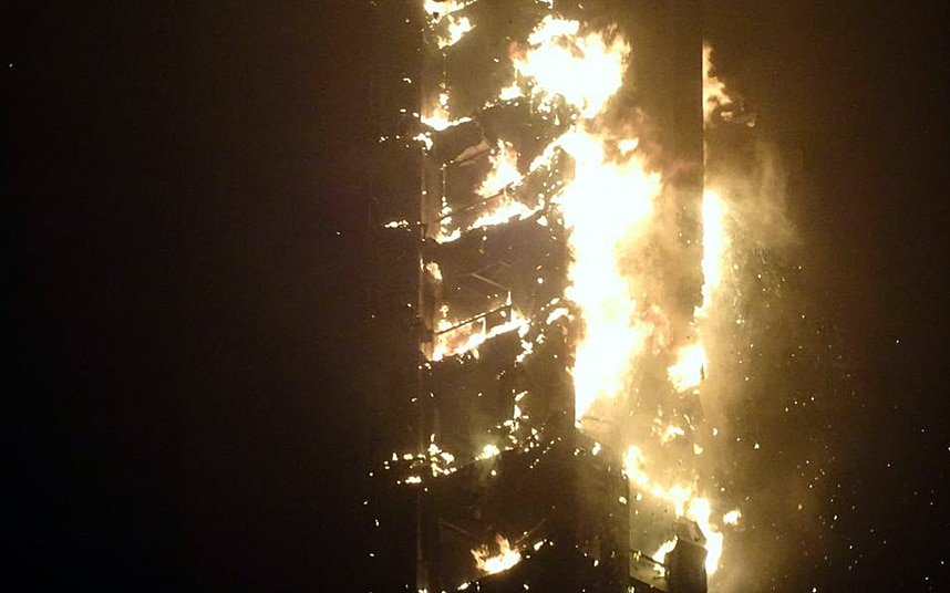 Brucia ancora il grattacielo Torch Tower di Marina di Dubai | FOTO e VIDEO
