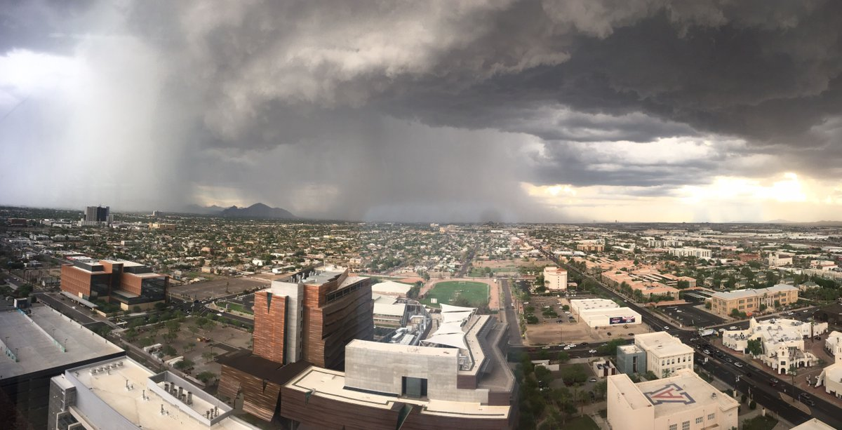 A good look at the massive #monsoon storm disrupting everyone's commute home. Stay safe! #azwx https://t.co/zxnKPa1Ev3