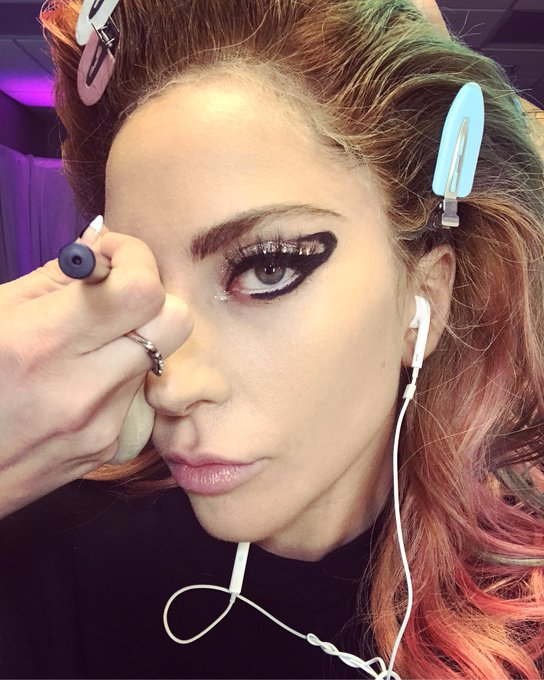 Still in glam 1 hr 15 before show 🖤🎤💎 #JoanneWorldTour keep ciggys and eyeliner and hair dye next to my bible songbook piano and guitar https://t.co/Cu4gNfzF9v