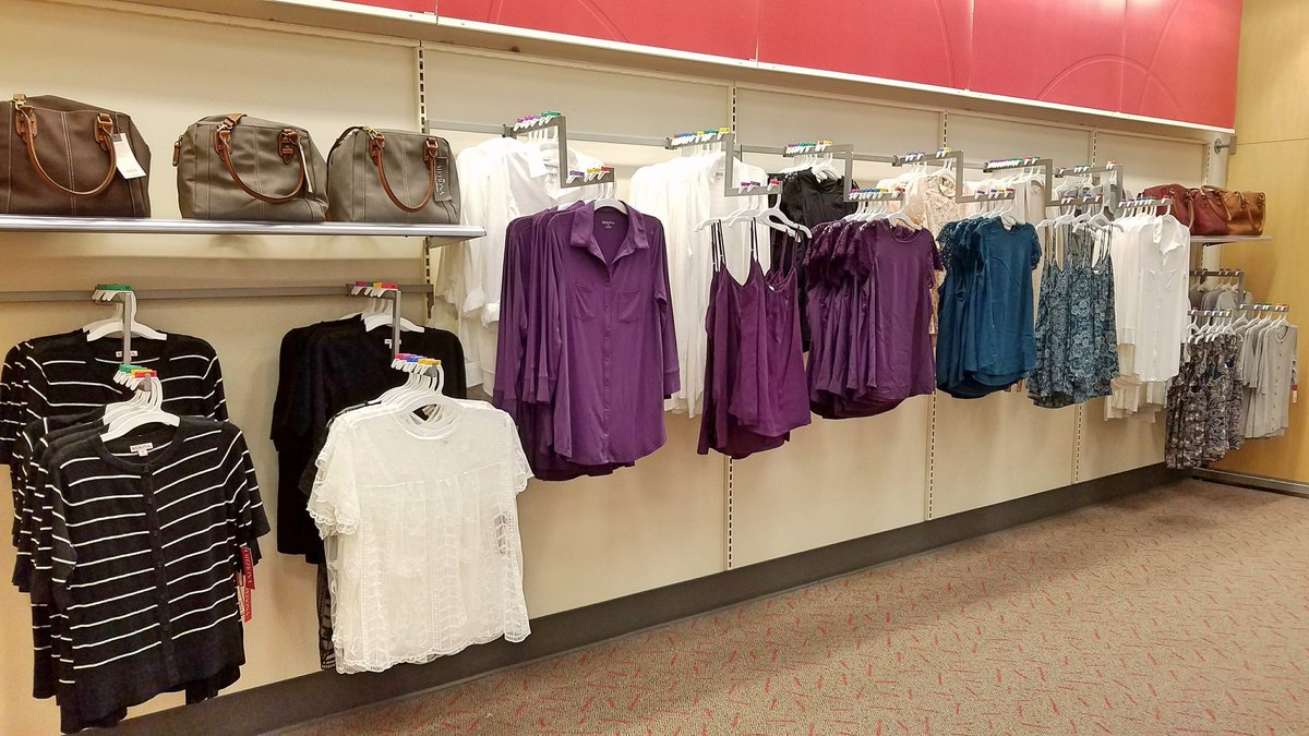 Ravamping &amp; showcasing our new fall colors here in the League City Target! #T2320ModelStore #D303 #G392perks  #merona #denim #crossmerch<br>http://pic.twitter.com/6xzq5lZuoe