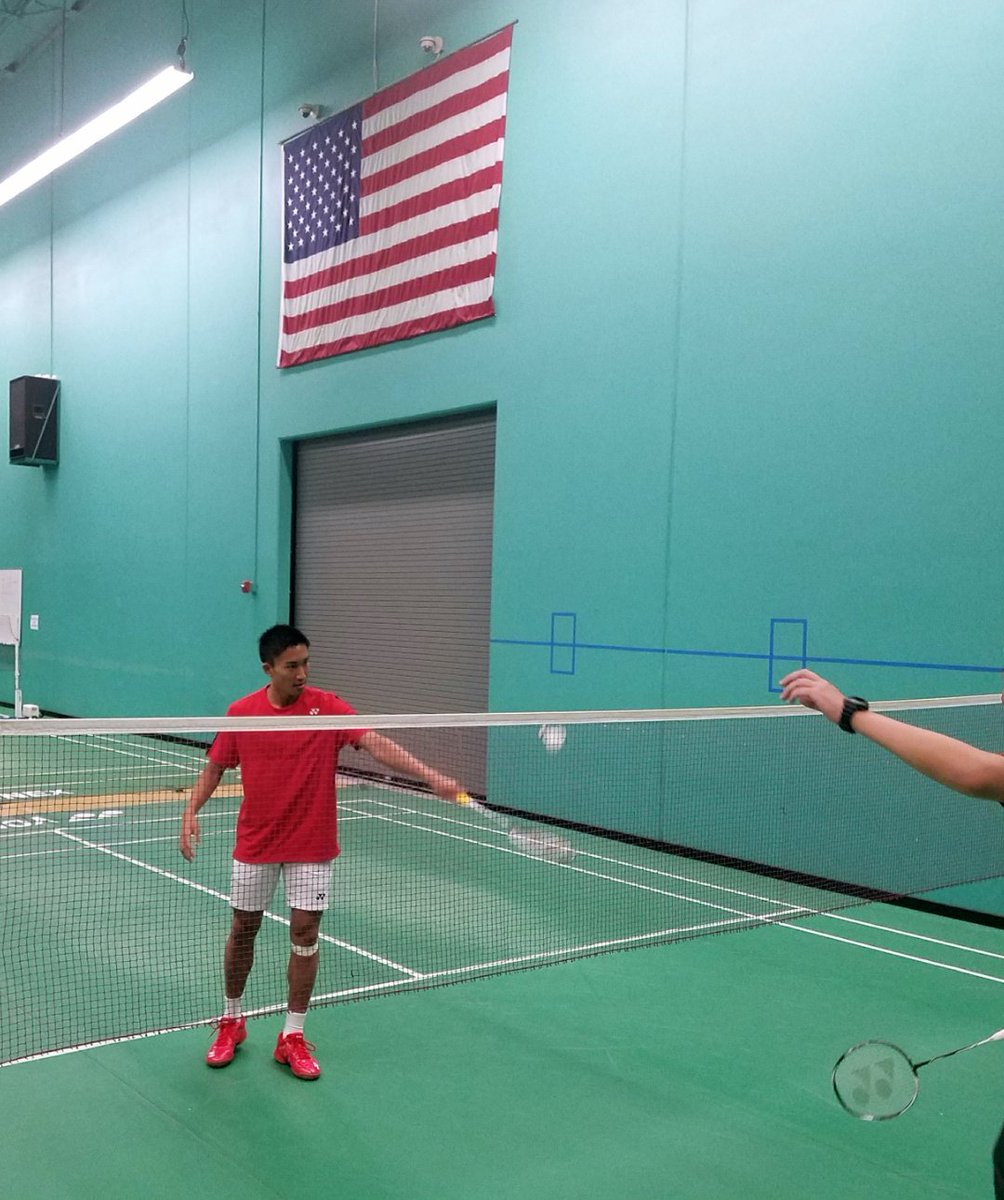 Getting ready for his match  #badminton #Momota pic.twitter.com/VYetuAvR8I