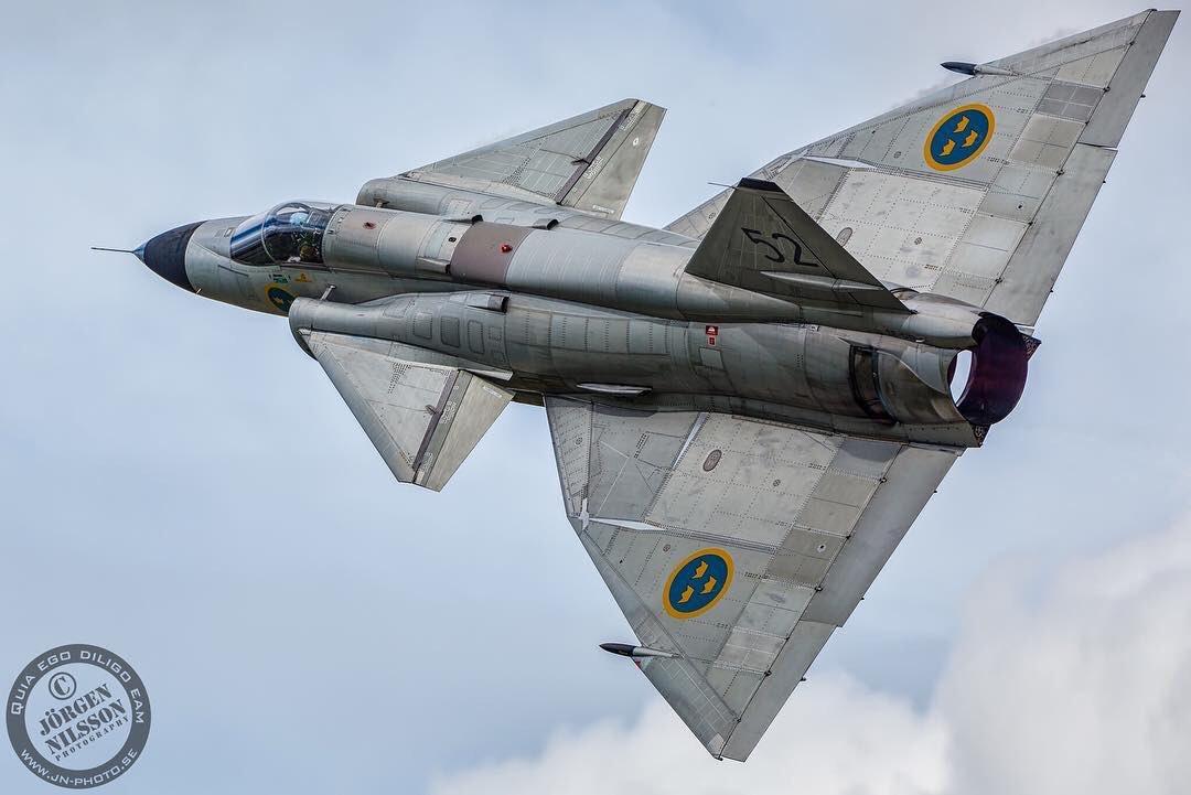 Power in the sky. The #Saabinthesky image of the week shows a Saab AJS 37 Viggen. Photo: Jörgen Nilsson. https://t.co/2dJp3J1Dem