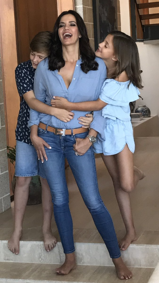#jeansforgenes day Happy Friday 💋❤️ #fam...