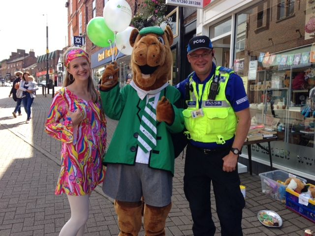 PCSO Jim Newns met some lovely people in #Congleton today but this character got the hump #footpatrol #hereforyou #bitofsunshine<br>http://pic.twitter.com/sQjrThqBlF