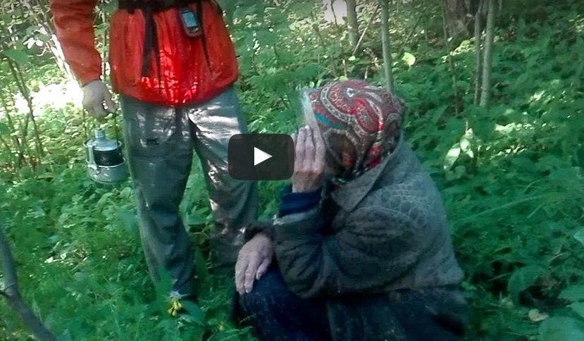 бабка трахается в лесу
